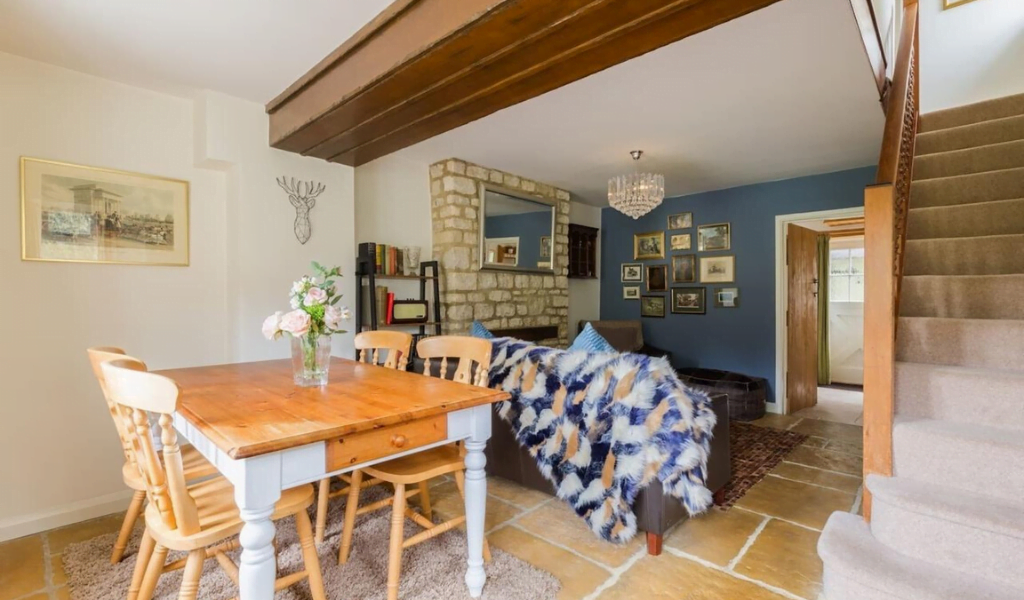 Cosy Cotswolds Cottage, Leafield