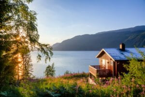 Holiday home with lake view